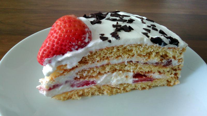 tarta de nata y fresas