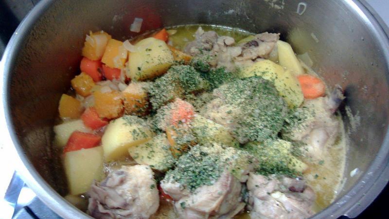 Pollo a la cazuela con verduras
