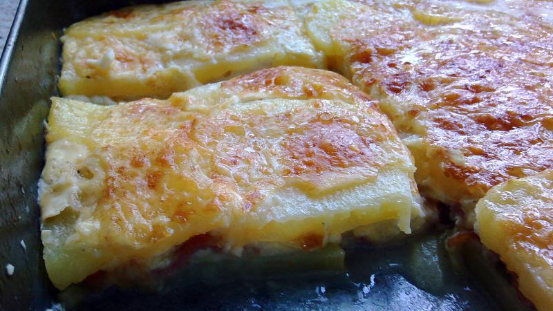 Pastel de patatas con queso y bacon