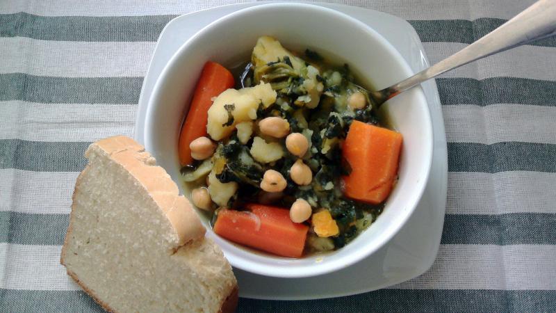 Potaje de garbanzos con verduras {puchero}