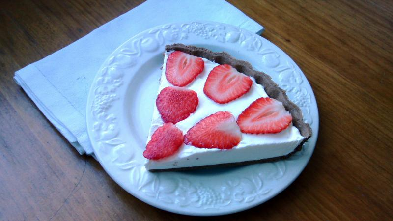 Tarta de Chocolate con nata y fresas