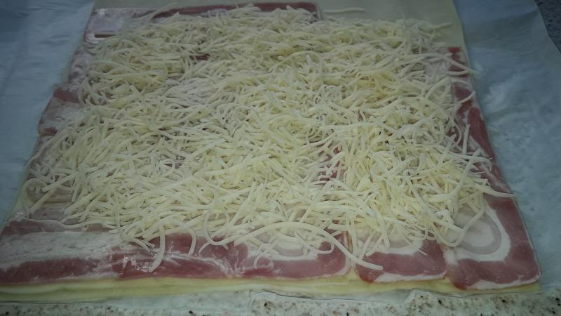 hojaldre con jamón y queso