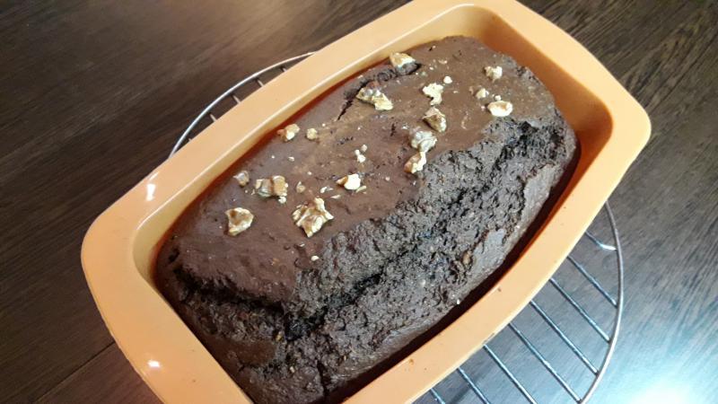 Bizcocho de chocolate con nueces y coco
